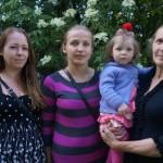 Janina Kutkienė, dukra Jurgita, anūkė Viltė, marti Ilona
