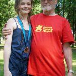 E. Deksnys įteikė medalį aktyviausiai  rungtynių dalyvei A. Novotorovaitei